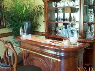 bar-off-foyer