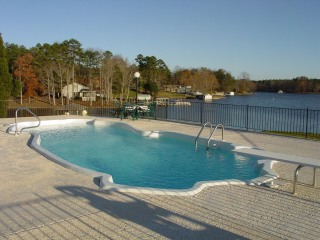 one-piece-acc-pool