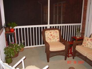 screen-porch-with-fiberon-decking
